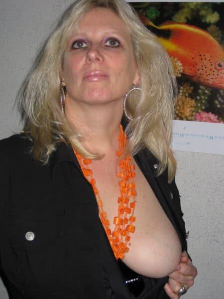 Une femme cougar sexy de Caluire-et-Cuire qui est seule