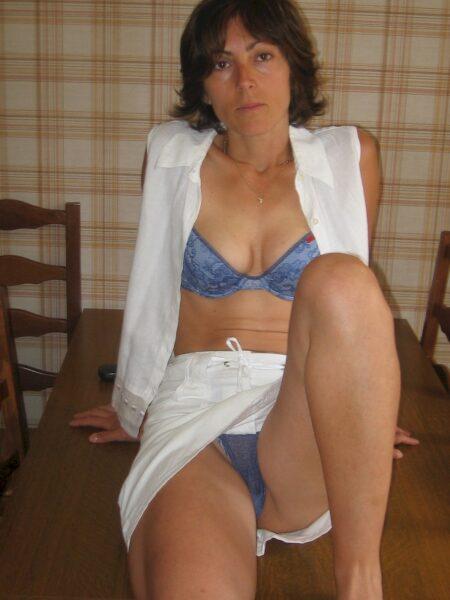 Coquine sexy soumise pour mec qui aime soumettre