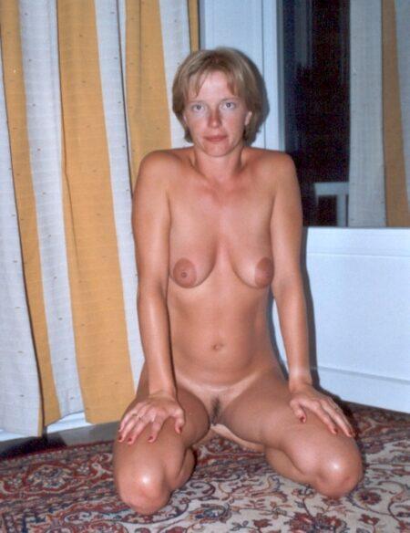 Femme adultère soumise pour gars qui apprécie la domination souvent dispo