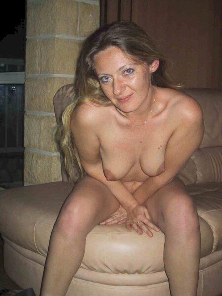 Femme coquine dominatrice pour homme soumis