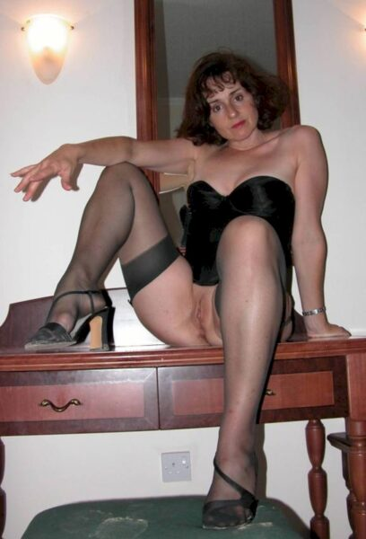 Femme cougar sexy seule depuis pas longtemps