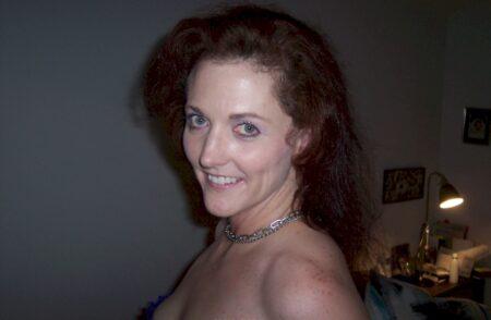Femme infidèle sexy vraiment très en manque recherche un gars réservé