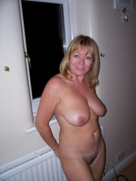 Femme sexy dominante pour amant qui est docile