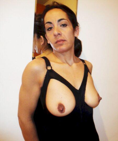 Femme sexy soumise pour amant qui apprécie la domination