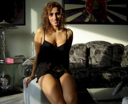 Salope sexy vraiment très chaude cherche un homme expérimenté